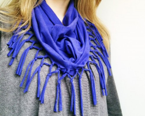 10 Fabulous DIY Ways to Recycle Old Tees t shirt scarf tutorial e1428821880822