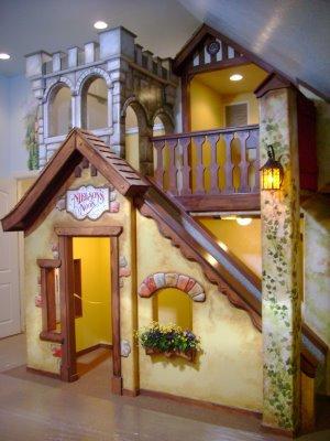 10 Incredible Kids Under Stair Playhouse DIY Ideas11