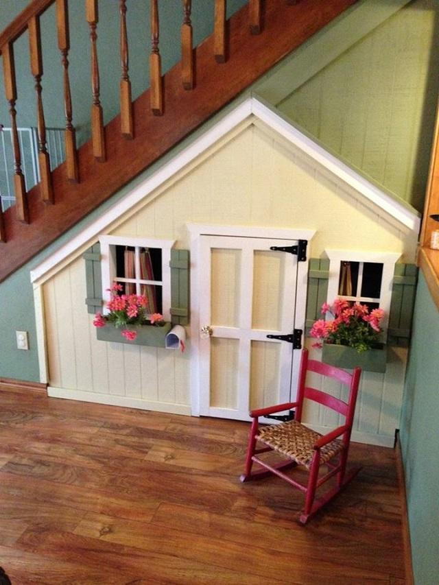 10 Incredible Kids Under Stair Playhouse DIY Ideas4