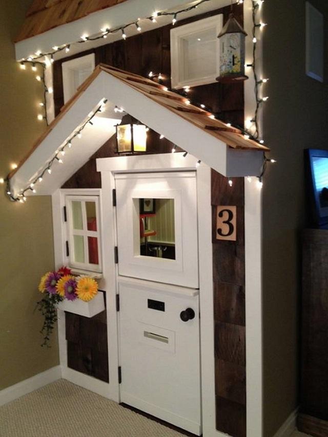 10 Incredible Kids Under Stair Playhouse DIY Ideas6