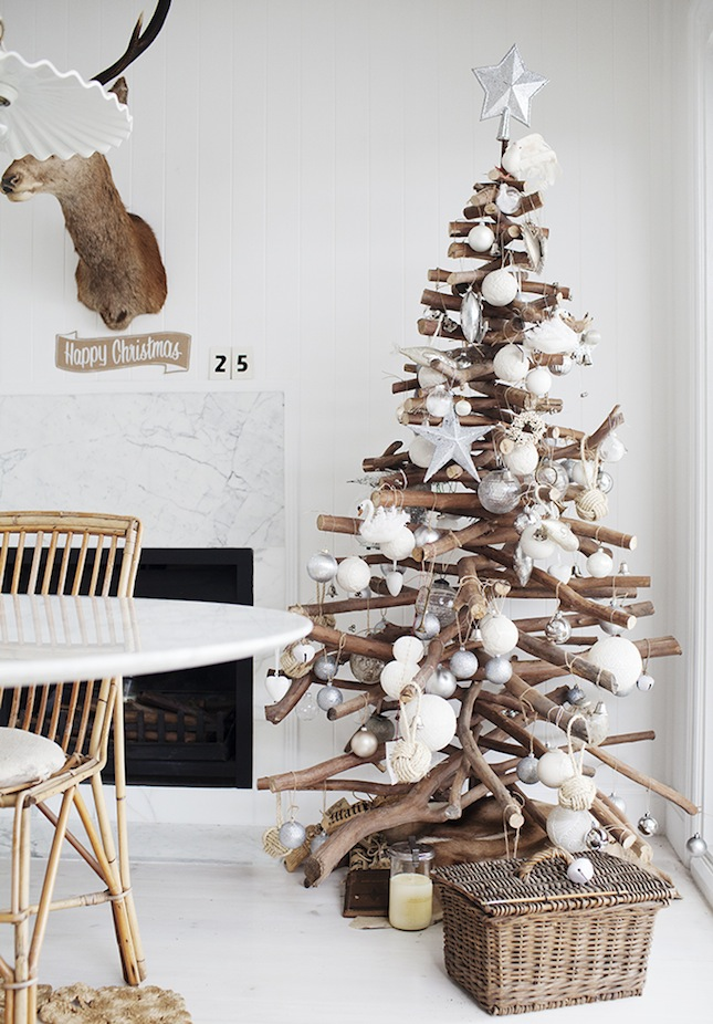 18 Exceptionally Brilliant Modern Christmas Tree Alternatives That You Can Embrace homesthetics 10