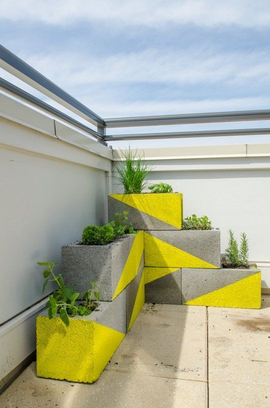 20 Creative Uses of Concrete Blocks in Your Home and Garden 17