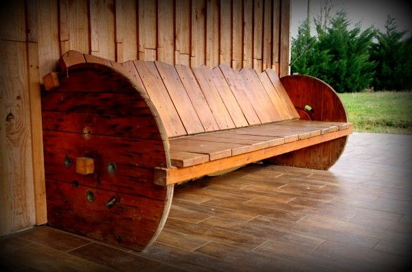 20 Furniture You Can Create Using Old Pallets 9