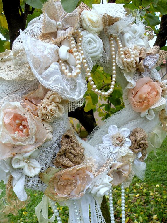 22 Awesomely Shabby Chic Christmas Wreath That Can Be Used All Year Round 18