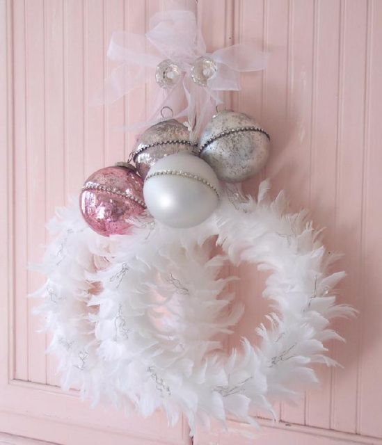 22 Awesomely Shabby Chic Christmas Wreath That Can Be Used All Year Round 9