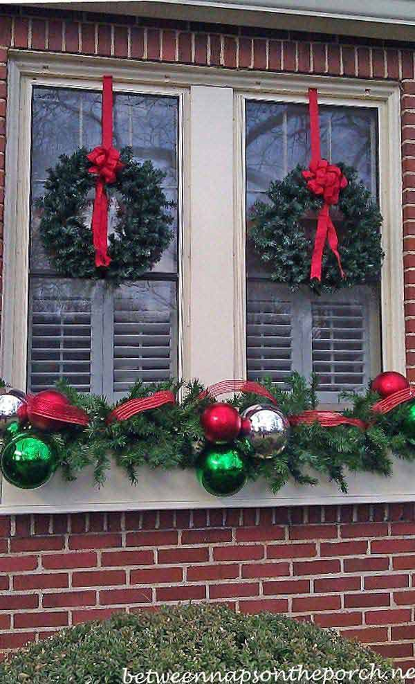 30 Insanely Beautiful Last Minute Christmas Windows Decorating Ideas homesthetics decor 11