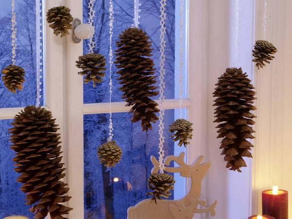 30 Insanely Beautiful Last Minute Christmas Windows Decorating Ideas homesthetics decor 13