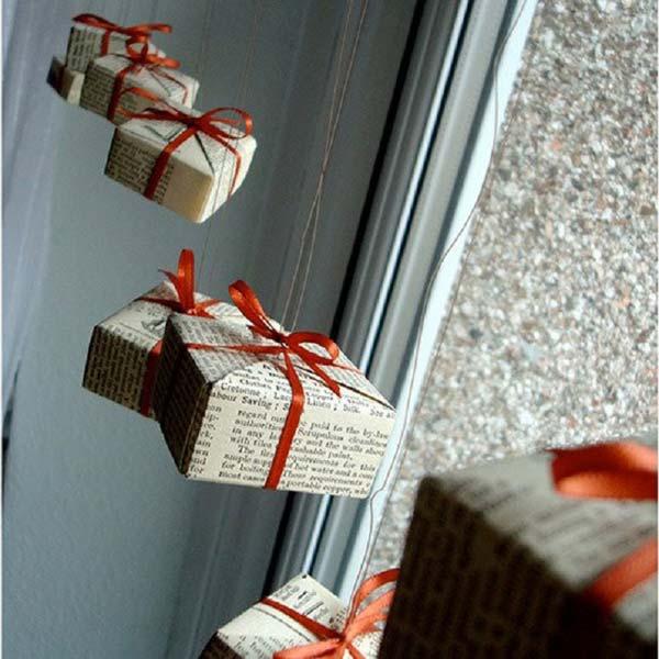 30 Insanely Beautiful Last Minute Christmas Windows Decorating Ideas homesthetics decor 16