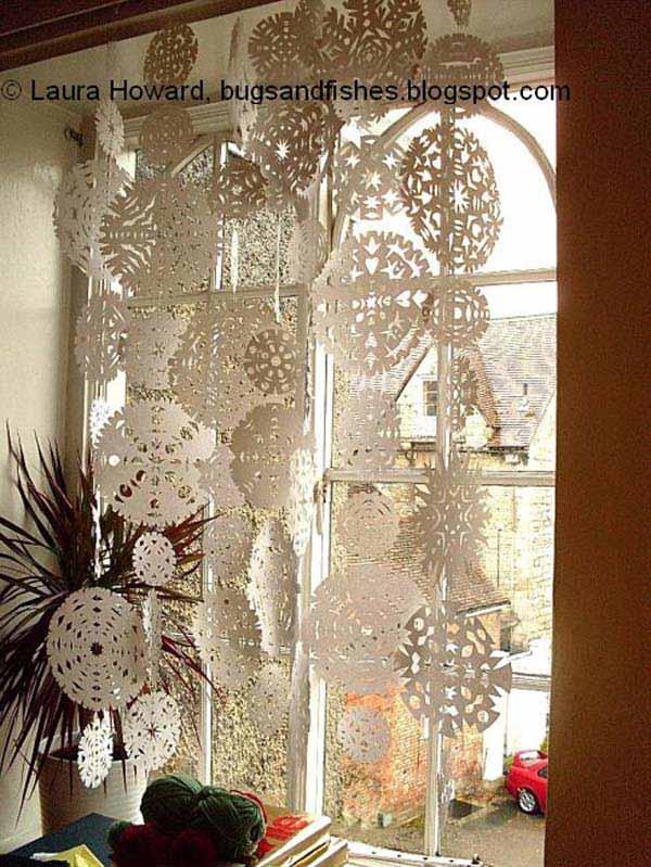 30 Insanely Beautiful Last Minute Christmas Windows Decorating Ideas homesthetics decor 18