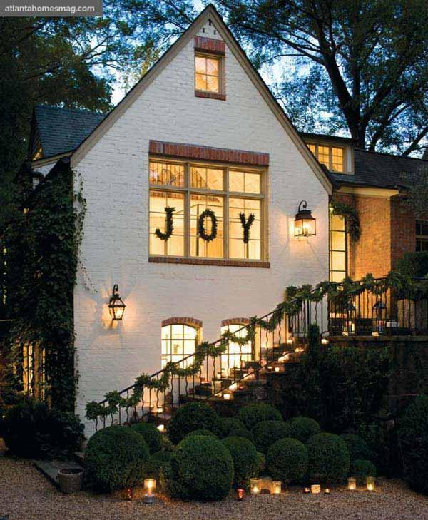 30 Insanely Beautiful Last Minute Christmas Windows Decorating Ideas homesthetics decor 19