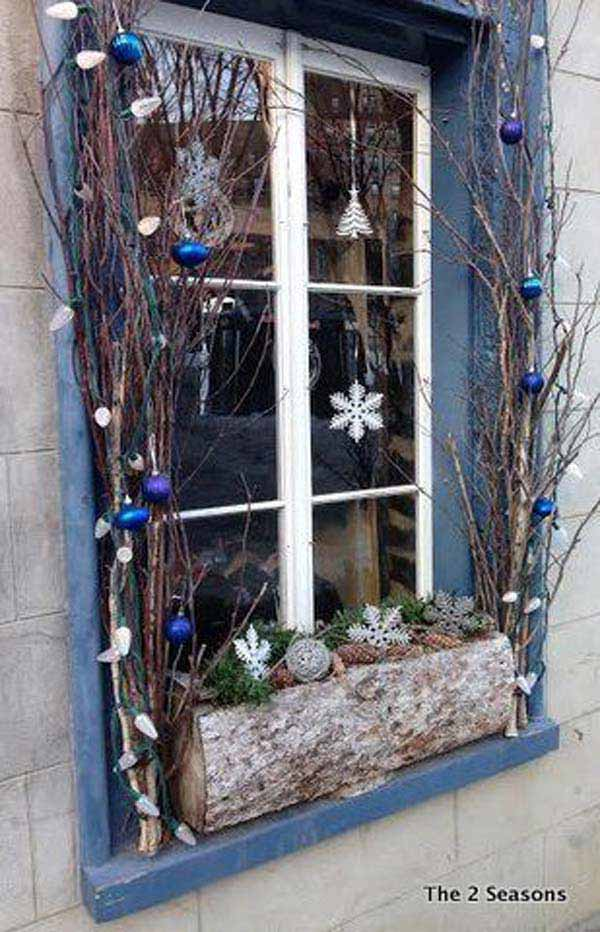30 Insanely Beautiful Last Minute Christmas Windows Decorating Ideas homesthetics decor 2