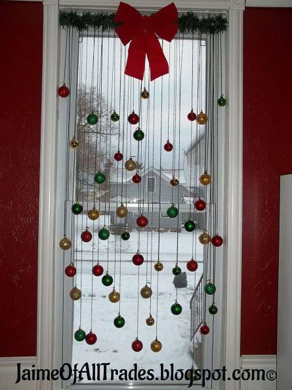 30 Insanely Beautiful Last Minute Christmas Windows Decorating Ideas homesthetics decor 21