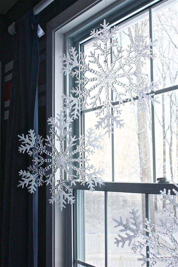 30 Insanely Beautiful Last Minute Christmas Windows Decorating Ideas homesthetics decor 23