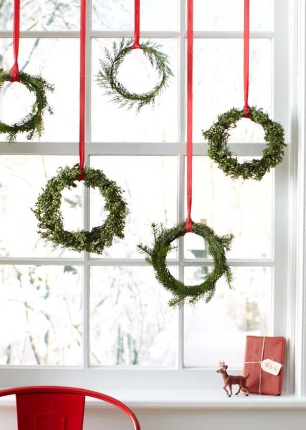 30 Insanely Beautiful Last Minute Christmas Windows Decorating Ideas homesthetics decor 27