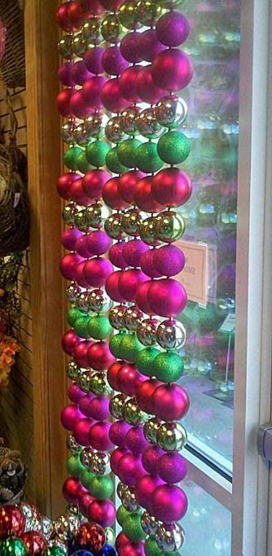 30 Insanely Beautiful Last Minute Christmas Windows Decorating Ideas homesthetics decor 29