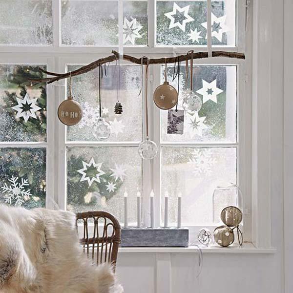 30 Insanely Beautiful Last Minute Christmas Windows Decorating Ideas homesthetics decor 3