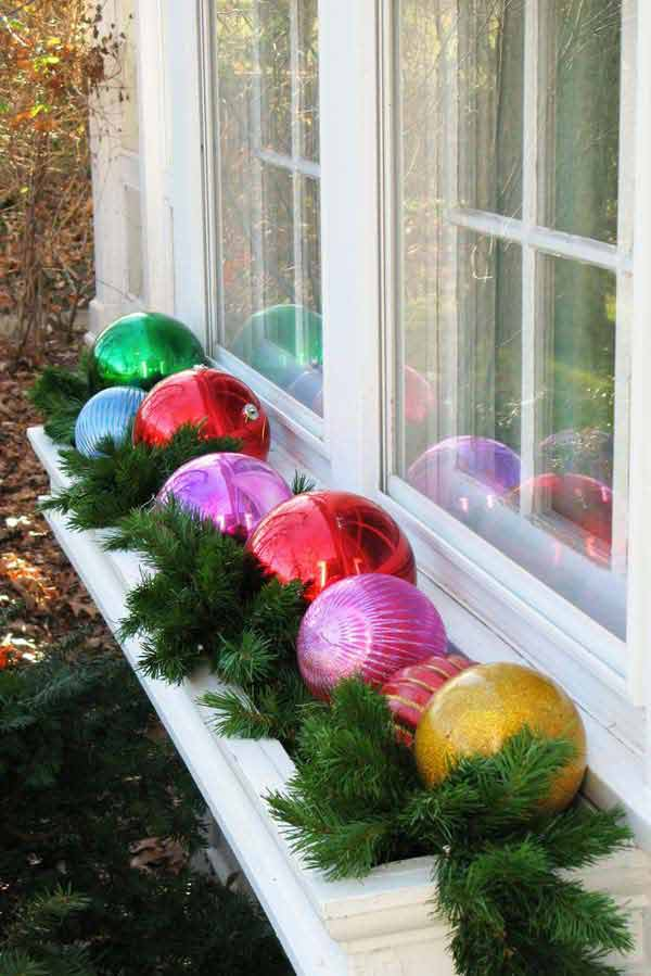 30 Insanely Beautiful Last Minute Christmas Windows Decorating Ideas homesthetics decor 6