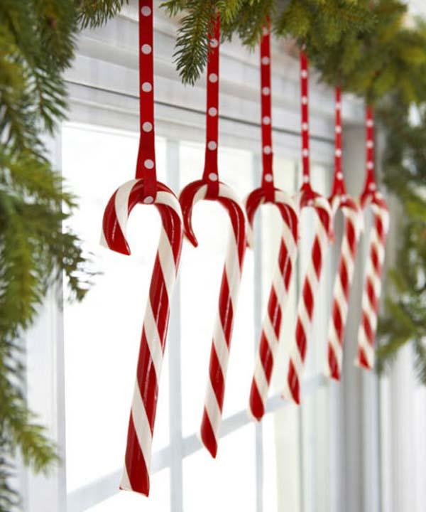 30 Insanely Beautiful Last Minute Christmas Windows Decorating Ideas homesthetics decor 8