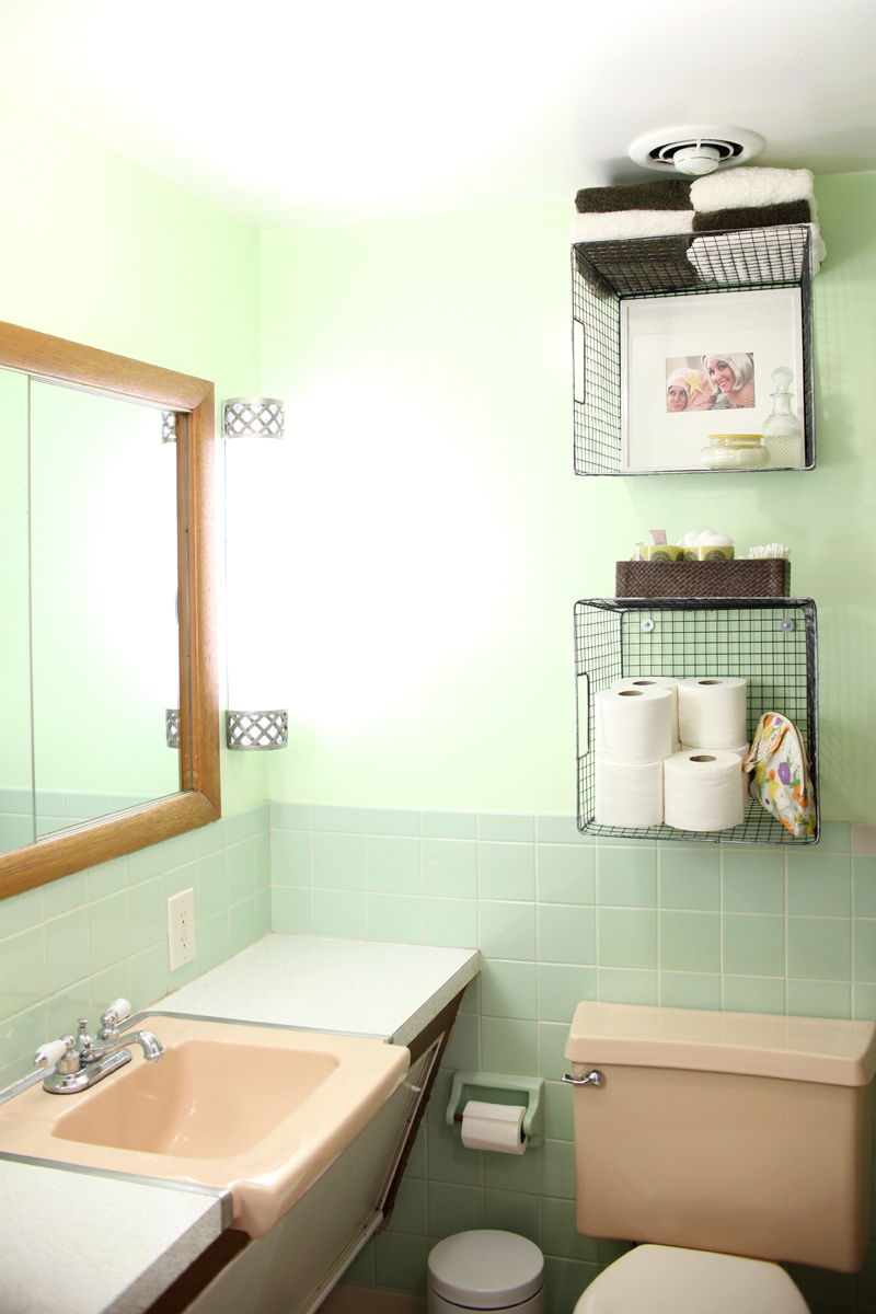 AD Brilliant DIY Storage And Organization Hacks For Small Bathrooms 35