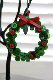 Button Crafts for Christmas Decorations13