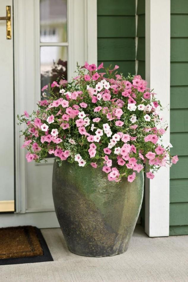 15 Gorgeous Front Door Flower Decorations