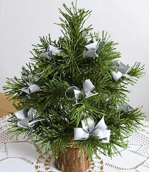How to DIY Mini Crepe Paper Christmas Tree1