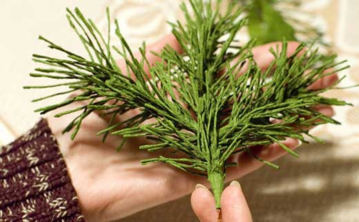 How to DIY Mini Crepe Paper Christmas Tree6