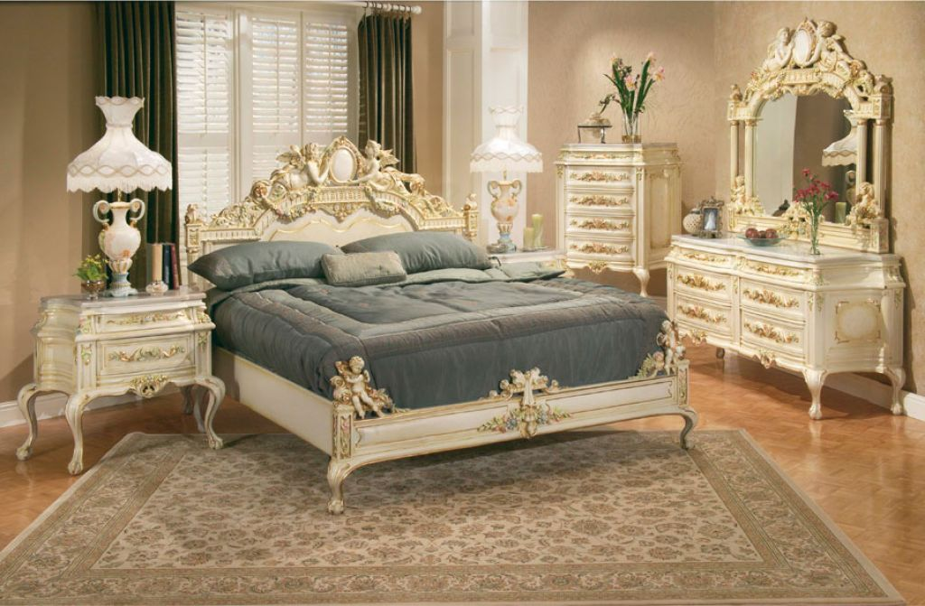 Luxury Bedroom Idea With Victorian Design Furniture