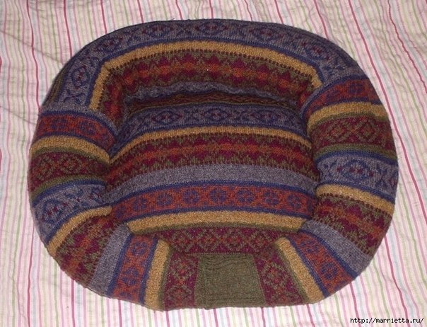Pet Bed from Old Sweater 9