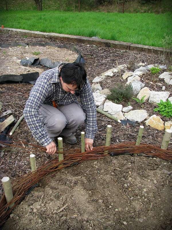 15 Cheap & Easy DIY Raised Garden Beds