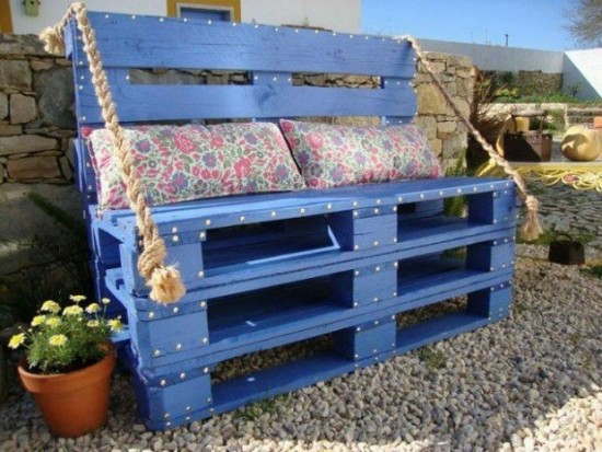 Upcycled-Wooden-Pallets-Bench-620x465-550x413