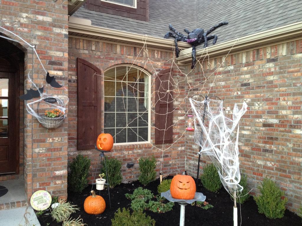 black outdoor halloween decorating ideas