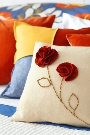 carnation decorated pillow01