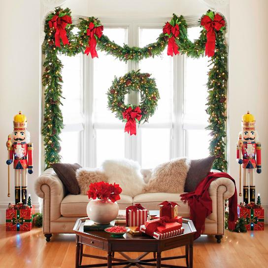 15+ Most Fascinating Christmas Windows Decorating Ideas