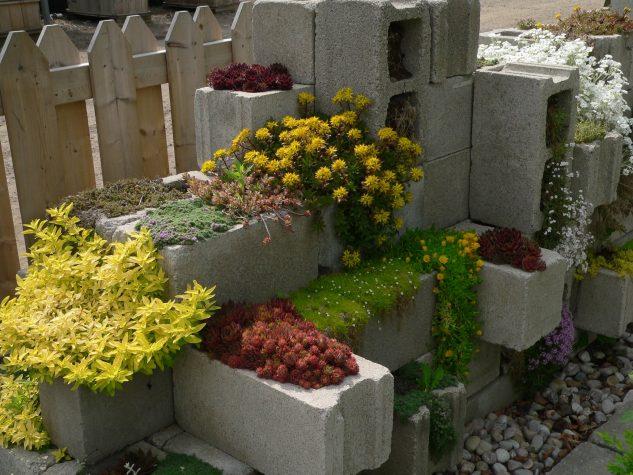 10+ Inspiring DIY Cinder Block Garden