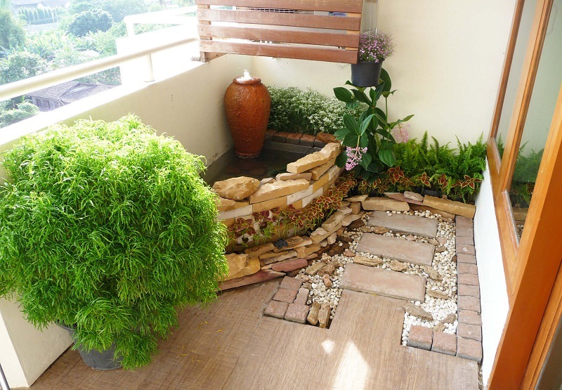 decorate your balcony with pebbles 11