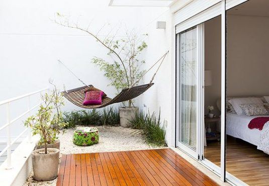 decorate your balcony with pebbles 3