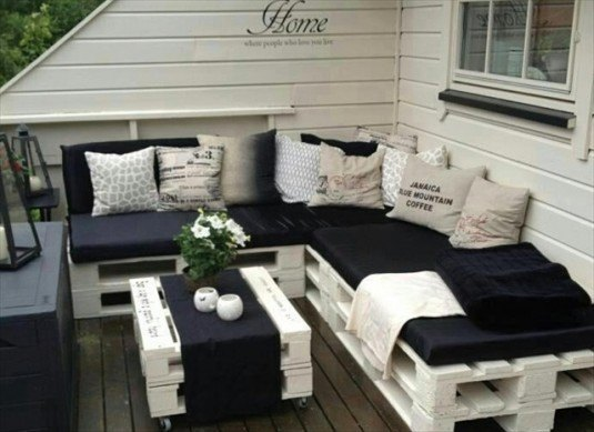 15 Awesome DIY Wooden Decoration For Your Garden