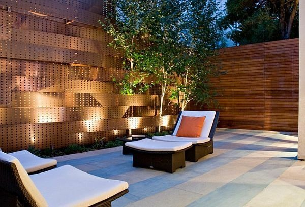 15+ Superb Garden Fence Lighting Ideas
