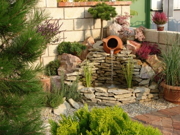 15+ Awesome Garden Fountains and Water Ponds