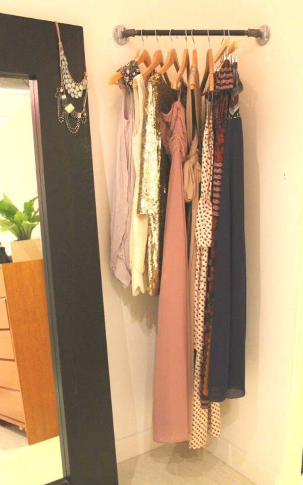 20+ Ingenious Low Cost DIY Closets