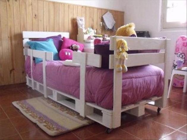 25+ Ingeniously Beautiful DIY Pallet Bed Designs