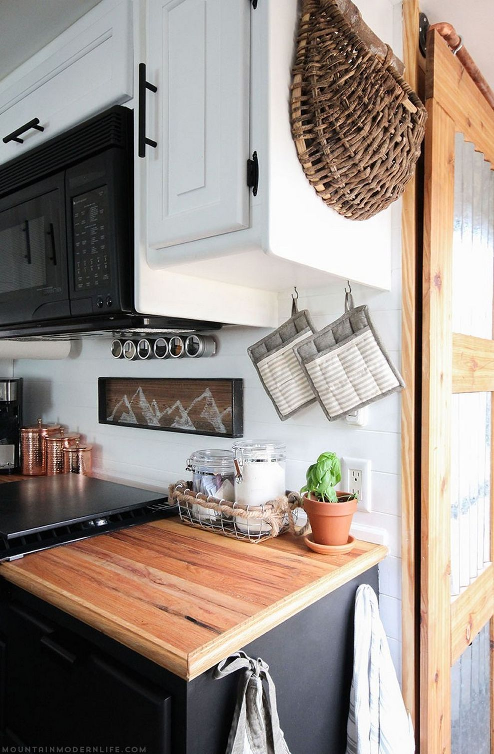 20+ Incredibly Awesome RV Hacks and Remodel Ideas