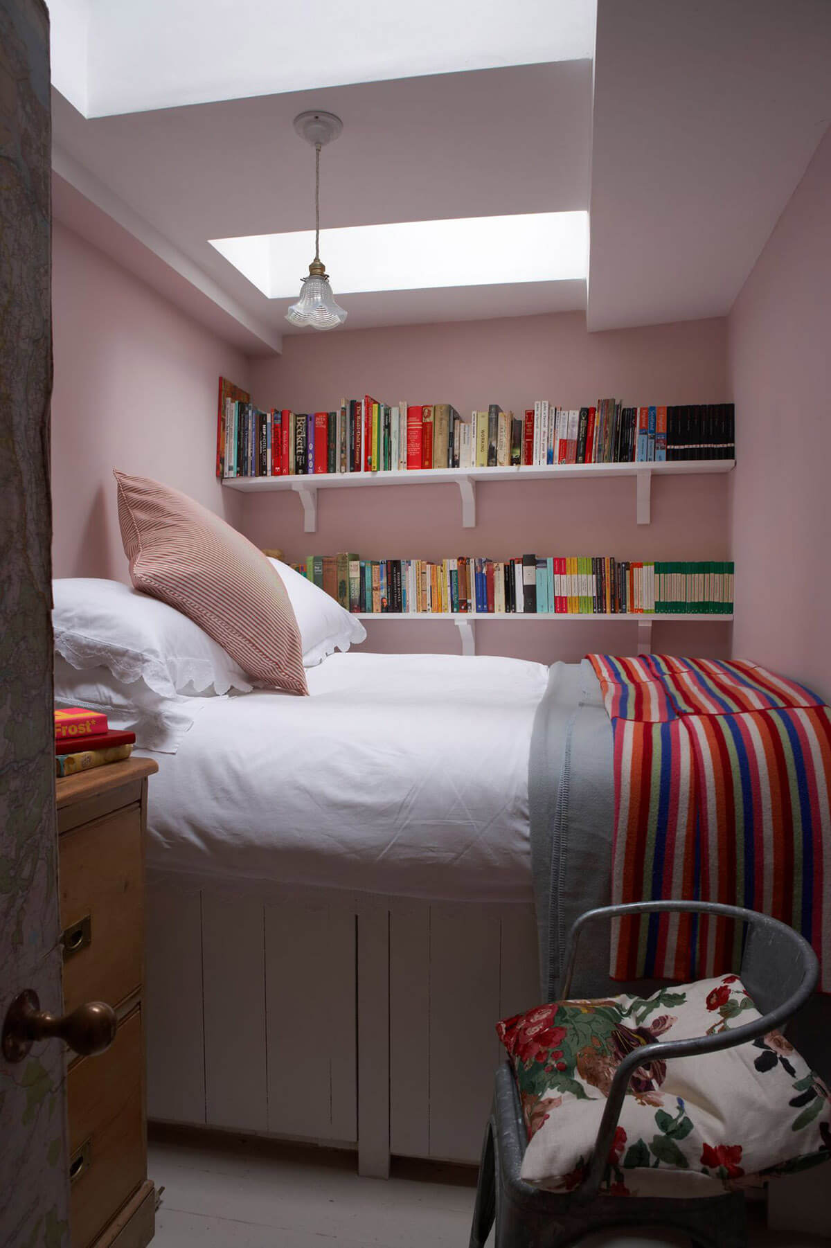 space saving small bedroom 21