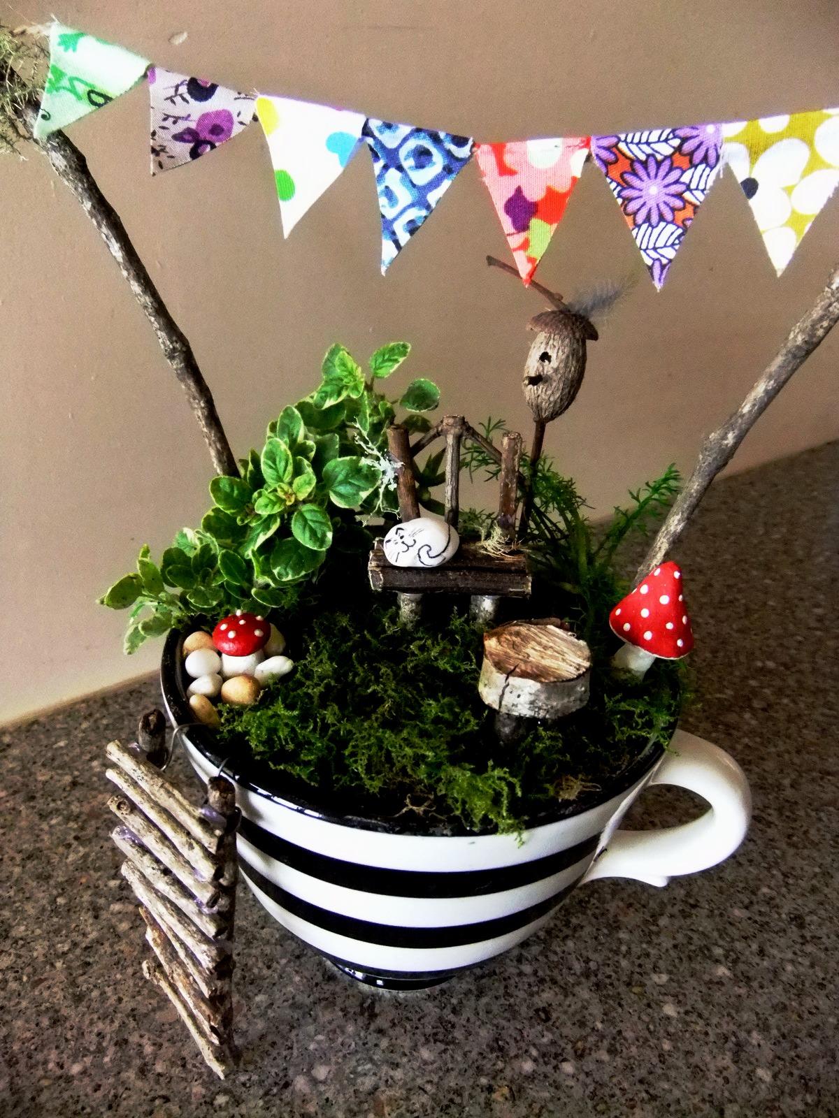 15+ Superb Tiny Teacup Garden Ideas
