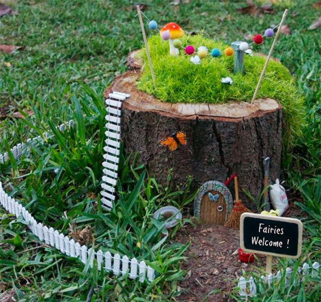 15+ Awesome Tree Stump Fairy Gardens