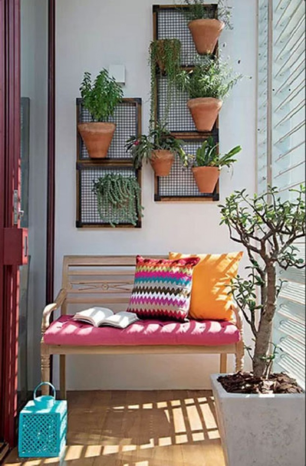 20+ Amazing Vertical Gardens For Your Balcony