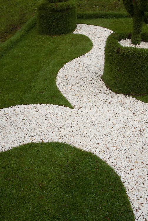 white pebble walkways 4