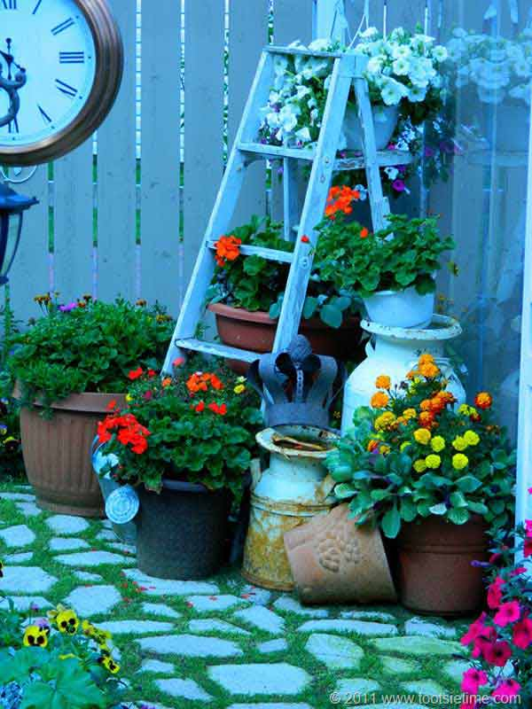 15 Impressive Ideas To Make Wooden Ladder Garden